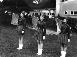3 fanfaretrompetister i Haderslev Pigegarde